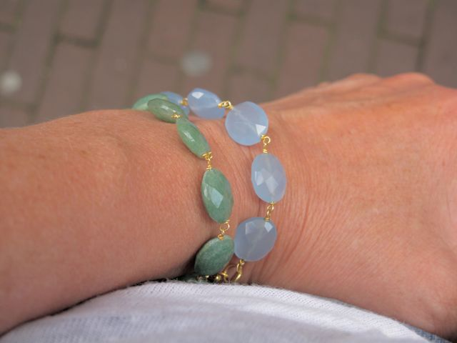 B8330 V Bracelet Available In Lots Of Colors
