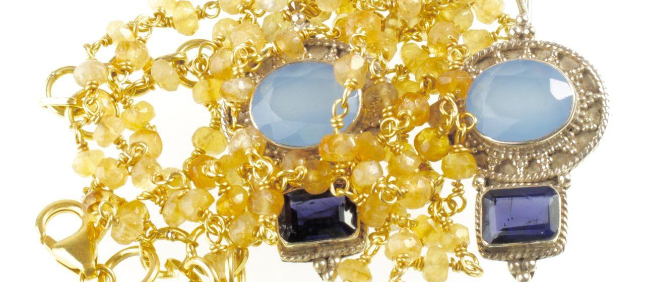 ketting van citrien en oorbellen met blauwe chalcedoon