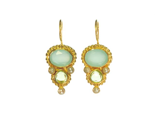 Earring With Oval Chalcedony And Tear Drop Peridot In Etruscan Setting – E13118