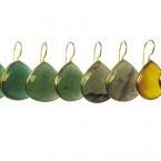 Dikke tear druppels in een setting: groene onyx, jade, labradoriet, gele onyx E 1418-V