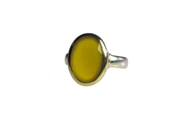 Oval Yellow Onyx Ring In Gold Setting – R7704