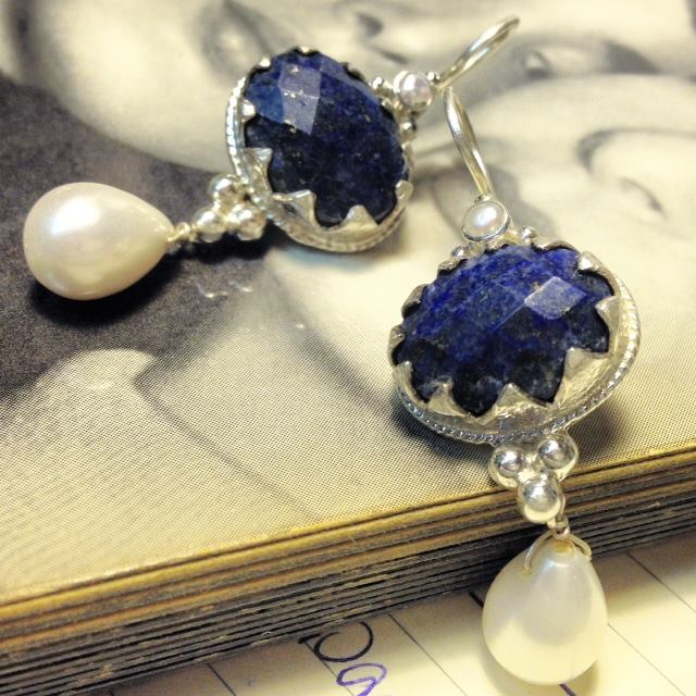 E1302 Z Lapis Lazuli And Pearl