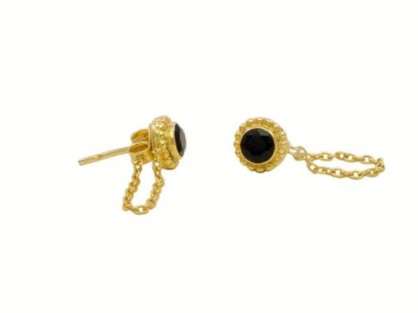 Onyx oorstekers met een kettinkje