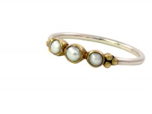 Skinny Ring With Three Pearls – R1637